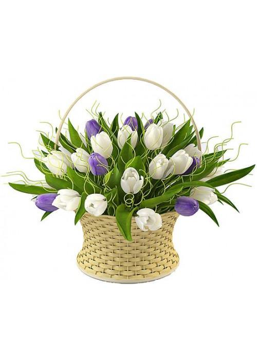 Корзина с 25 тюльпанами и декором
